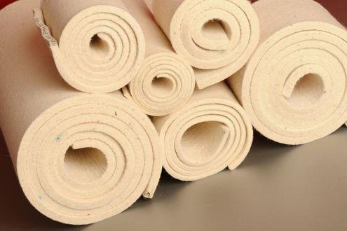W100 – weiß, mittler Filz  (0,34 g/cm3), 100 % Wolle, carbonisiert